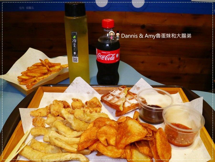 《巨城美食街吃什麼?》炸去啃 Chicken 職人炸物-新竹巨城店。內用的鹹酥雞店。現炸巨無霸雞排丼飯。歡樂分享餐。兒童餐|價格菜單分享( 影片)