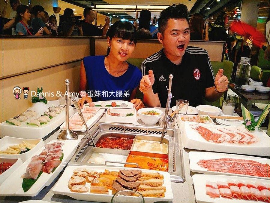 《新竹海底撈火鍋評價》新竹大遠百餐廳台灣四號店新開幕。大陸肉麻式服務。免費川劇變臉秀、美甲服務、兒童遊戲室|消費價位。營業時間菜單。新竹美食( 影片)