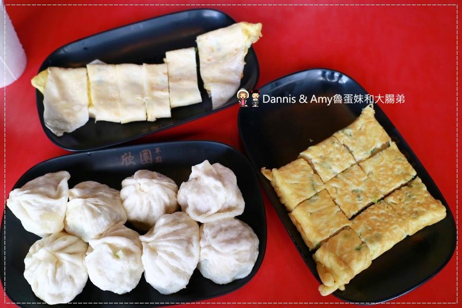 《新竹早餐》食尚玩家加持過人氣新竹早點。欣園早點。經國路上排隊店。必吃小籠包。蘿蔔糕加蛋︱ 影片