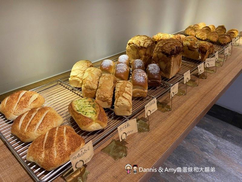 新竹巨城美食︱新開幕格林小鎮 最新晚餐菜單食記。親子兒童遊戲空間分享。店家自製麵包可無限續。早午餐、漢堡、披薩、燉飯、義大利麵、排餐選擇多樣化 (影片)